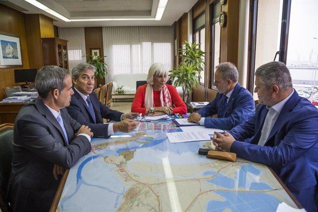 Los presidentes de la Autoridad Portuaria de la Bahía de Cádiz y de Puertos del Estado, junto con Delegado y Subdelegado de Gobierno.