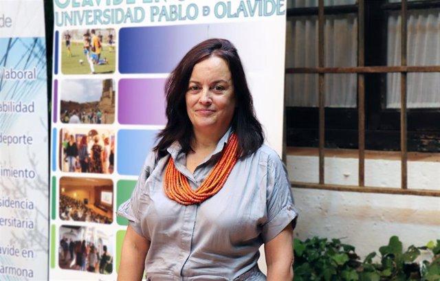 La profesora María Antonia Hidalgo en los cursos de verano de la UPO en Carmona