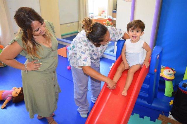 Manuel en las sesiones de rehabilitación con la fisioterapeuta