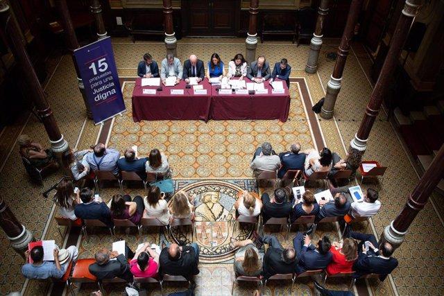 Sala durante la rueda de prensa sobre los datos sobre el turno de oficio y propuestas para una 'justicia digna' en el Ilustre Colegio de la Abogacía de Barcelona (ICAB).