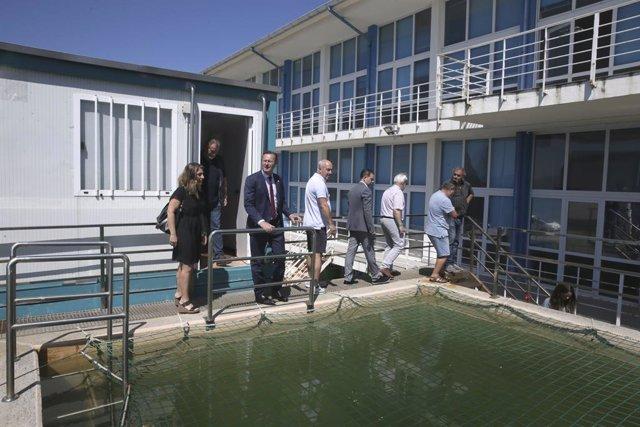 Blanco visita la Escuela Náutico-Pesquera para conocer sus instalaciones y nuevo