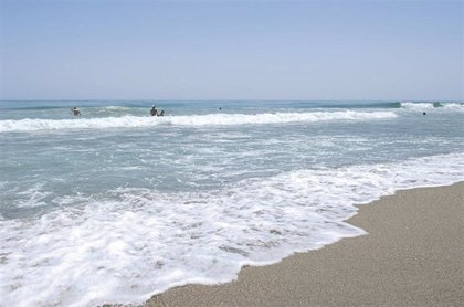Abren la playa de Arroyo Vaquero de Estepona cerrada tras detectar concentración bacteriana