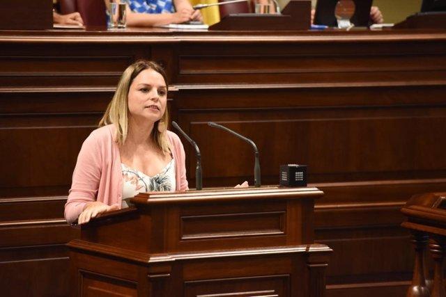 La portavoz parlamentaria de Sí Podemos, Noemí Santana, en el debate de investidura