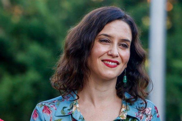 La candidata del PP a la Presidencia de la Comunidad de Madrid, Isabel Díaz Ayuso, participa en los actos conmemorativos del 22 aniversario del asesinato de Miguel Ángel Blanco celebrados en los Jardines Miguel Ángel Blanco de Madrid.