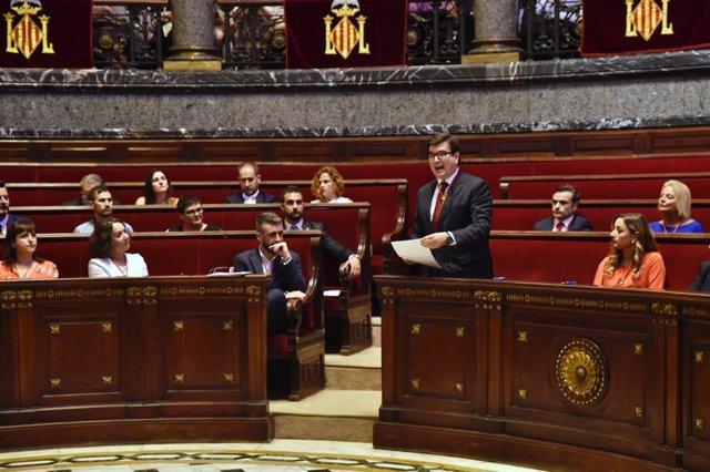 El concejal de Ciudadanos-Valencia, Fernando Giner, durante su intervención en la sesión de constitución del Ayuntamiento de Valencia.