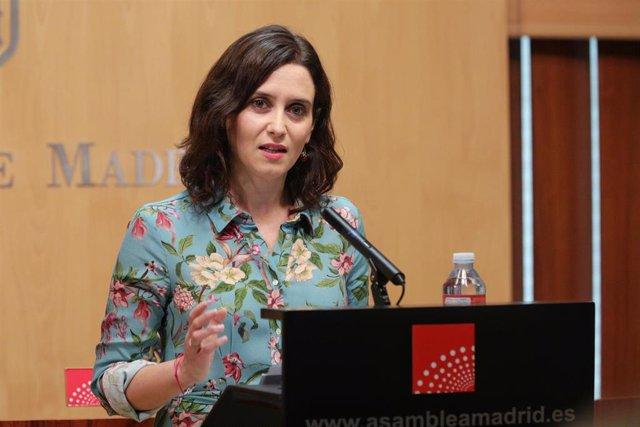 La portavoz del Partido Popular en la Asamblea de Madrid, Isable Díaz Ayuso, en rueda de prensa.