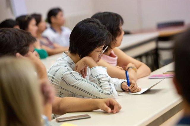 La Universidad Pública de Navarra (UPNA) ha inaugurado un aula del Instituto Confucio, dependiente de la Universidad de Zaragoza (UNIZAR), destinada a la impartición de clases de chino. La nueva instalación se ubica en el Centro Superior de Idiomas de