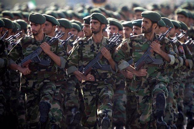 Miembros de la Guardia Revolucionaria durante un desfile militar en Teherán
