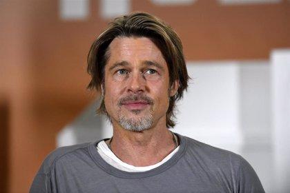 Brad Pitt arruina la sesión de fotos de Margot Robbie en el photocall de su nueva película