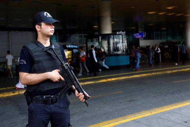 Un agente de Policía en Turquía