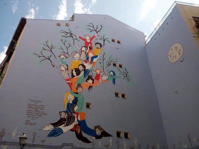 Un mural en la calle Humilladero planta cara a la violencia machista.