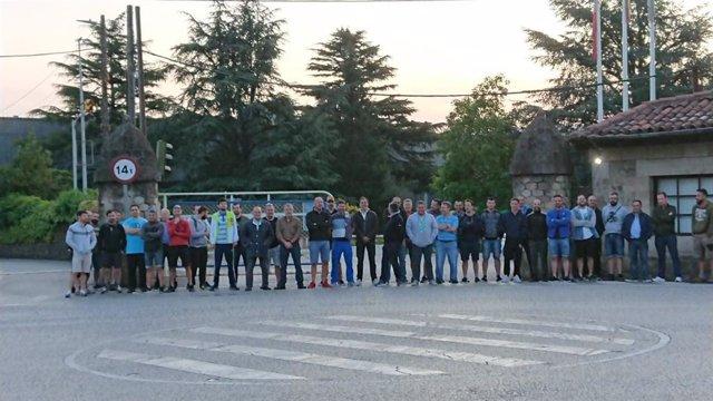 Concrentración de los trabajadores de la Global Special Steel de Los Corrales de Buelna este sábado, en un nuevo día de huelga