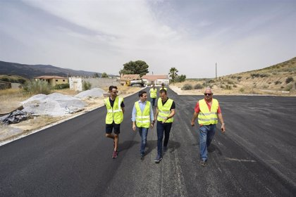 Diputación de Almería invierte 100.000 euros en el pavimento y señalización de zonas industriales de Purchena