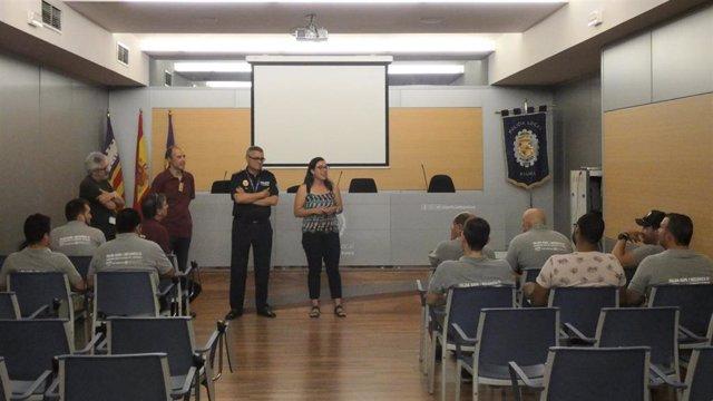 La regidora de Seguridad Ciudadana del Ayuntamiento de Palma, Joana Maria Adrover, y el jefe de la Policía Local, Josep Palouzié.