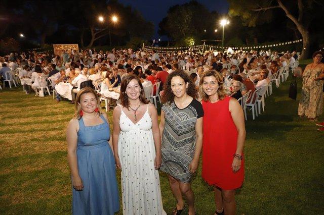 La secretària general del PSIB-PSOE, Francina Armengol; amb la presidenta del Consell de Mallorca, Catalina Cladera; i la secreàaria general de l'Agrupació Socialista de Muro, Marga Portells