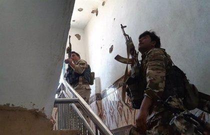 Al menos tres muertos y 10 heridos en un asalto talibán a un centro comercial en el oeste de Afganistán