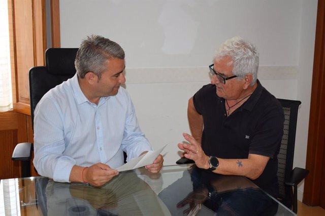 L'alcalde d'Inca, Virgilio Moreno, amb el Cronista Oficial d'Inca, Gabriel Pieras.