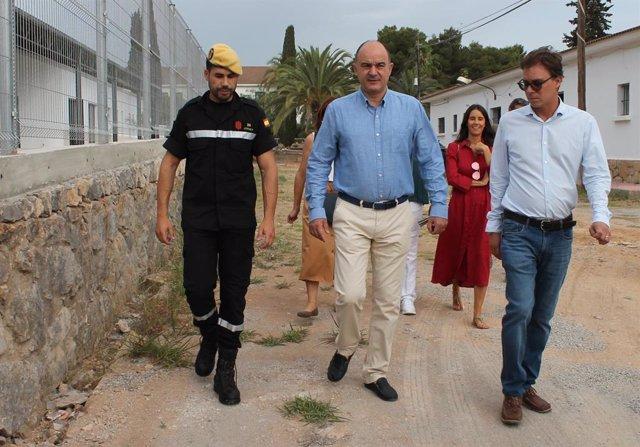 El president del Consell d'Eivissa, Vicent Marí, en una visita a Sa Coma.