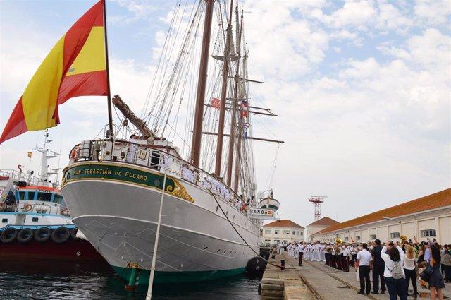 El buque-escuela Juan Sebastián El Cano en su llegada a Marín (Pontevedra) para la entrega de Reales Despachos en su 91º crucero de instrucción.