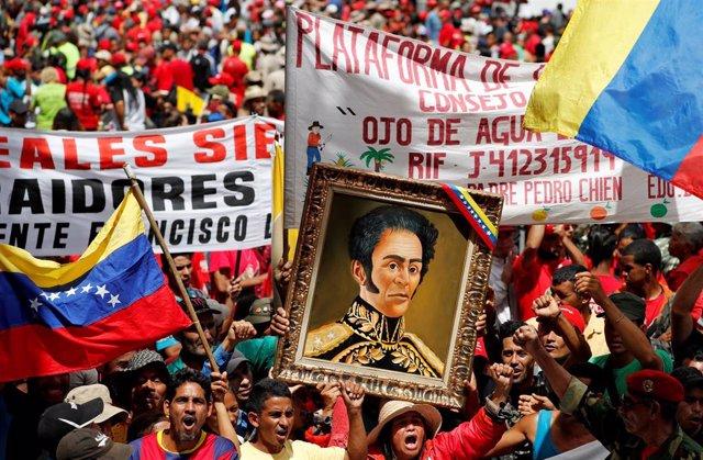 Miles de venezolanos se manifiestan en Caracas contra el informe de Bachelet
