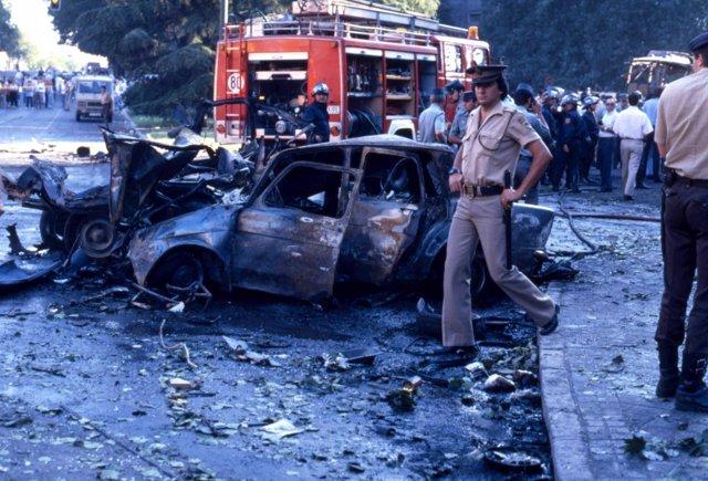 33 años del atentado más sangriento de ETA en Madrid: 12 guardias civiles  muertos en la plaza de la República Dominicana