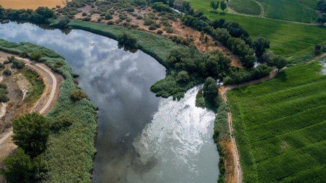 Imágenes grabadas con un dron muestran el mal estado del río Jarama en su desembocadura en el río Tajo