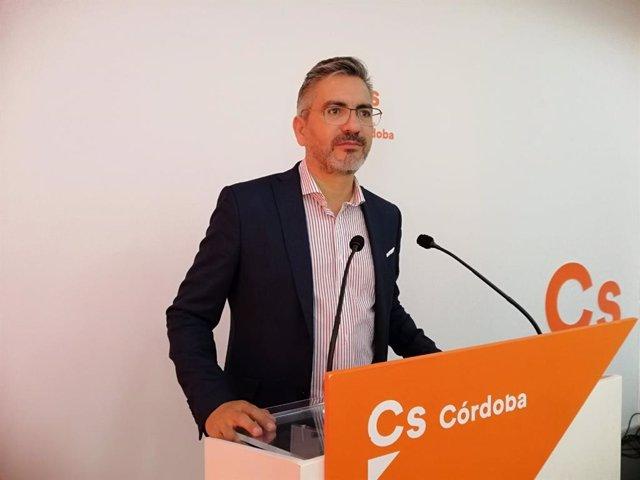 El parlamentario andaluz de Cs por Córdoba Emiliano Pozuelo en rueda de prensa