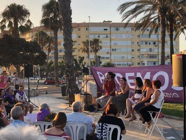 El secretario de Organización de Podemos, Alberto Rodríguez, y la secretaria de Círculos y Participación, Ana Marcello, en un acto en Málaga