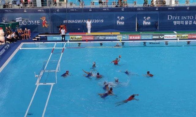 La selección española femenina de waterpolo debuta en el Mundial con un contundente triunfo ante Grecia