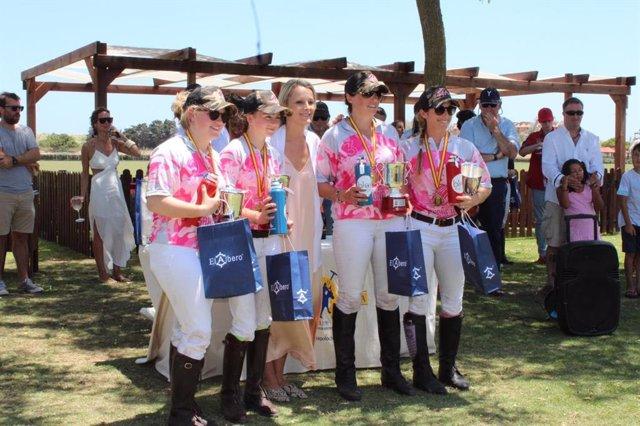 El equipo de Rhone Hill, vencedor en el Campeonato de España Femenino en Santa María Polo Club