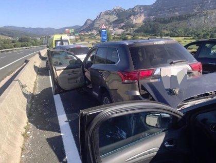 Un choque múltiple causa atascos de 20 km en la A-8 entre Castro y Liendo, hacia Bilbao