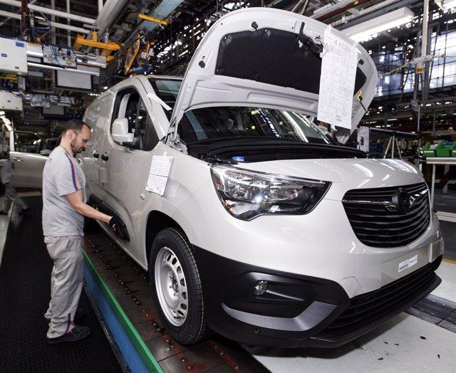 Producción del Opel Combo en la planta del Grupo PSA en Vigo