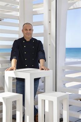 El chef Ángel León en el Duna Beach en el Gran Meliá Sancti Petri