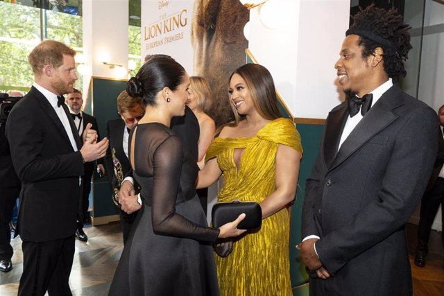 Los Duques de Sussex con Beyoncé y Jay-z en la premiere de Londres de El Rey León