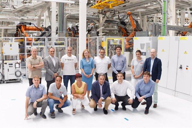 Firmantes del acuerdo para el tercer modelo de Volkswagen Navarra.