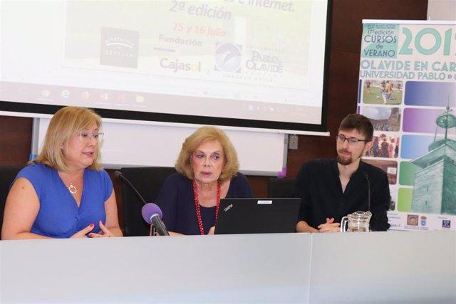 La abogada Mar Hermano y la presidenta del Consejo Social de la UPO, Amparo Rubiales, en los cursos de verano de Carmona (Sevilla)
