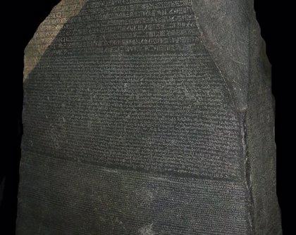 Se cumplen 220 años del descubrimiento de la Piedra Rosetta