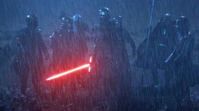 Imagen de los Caballeros de Ren junto a Kylo Ren en Star Wars: El despertar de la fuerza