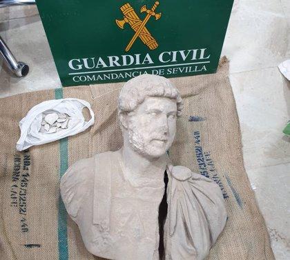 Recuperado en Sevilla un busto del emperador Adriano del siglo II que intentaban vender por medio millón de euros