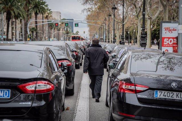Conductors de VTC aturats a l'avinguda Diagonal