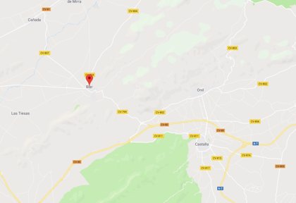 Medios terrestres y aéreos trabajan en la extinción de un incendio forestal en Biar