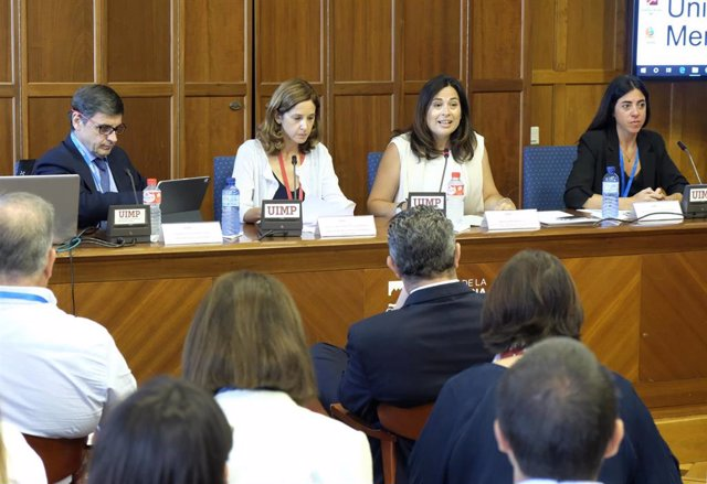 La concejala de Turismo, Miriam Díaz, interviene en un curso de la UIMP