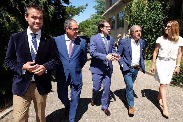 El presidente de la Junta de Castilla y León, Alfonso Fernández Mañueco, ha inaugurado hoy el curso 'Prensa y Poder. Despoblación, tecnología y cultura del mérito' en Aranda de Duero, Burgos.