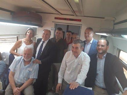 Alcaldes del Campo de Gibraltar viajan en tren a Ronda para exigir la modernización de la conexión ferroviaria