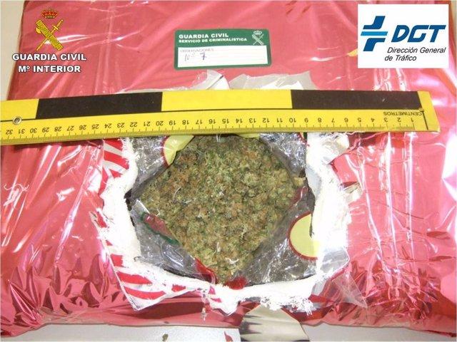 Marihuana localizada al detenido.