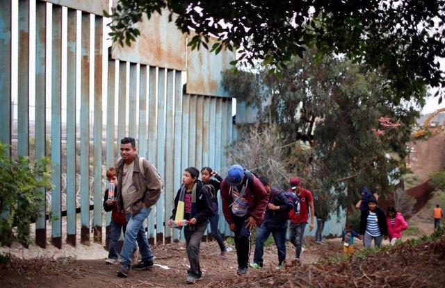 EEUU/Centroamérica.- Trump lanza una nueva normativa que dificulta el asilo a lo
