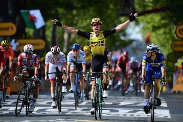 Wout van Aert gana en el Tour