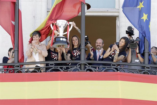 El presidente de la Comunidad de Madrid en funciones, Pedro Rollán, recibe al Atlético de Madrid Femenino, campeón de La Liga Iberdrola