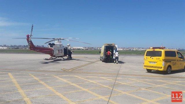 Trasladado en helicóptero de Cantabria a Burgos un hombre que se ha cortado con una sierra eléctrica dos dedos de la mano