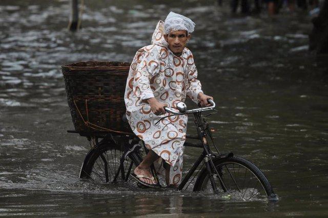 Inundaciones provocadas por el monzón en Bombay